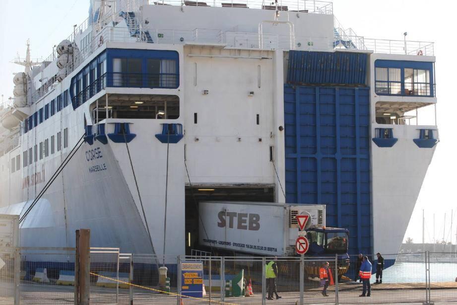 L'important chargement de fret prévu pour cette liaison vers Bastia a, lui, été embarqué dans sa totalité dès hier après-midi.