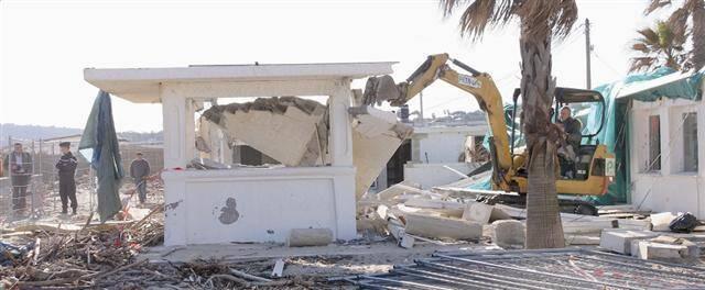 L'un des établissements emblématique de la plage de Pampelonne, à Ramatuelle, a été détruit le 7 décembre. Une décision contestée par ses propriétaires.