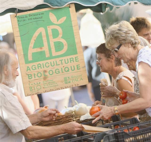 Les agriculteurs bio vendent 90% de leur production en direct.