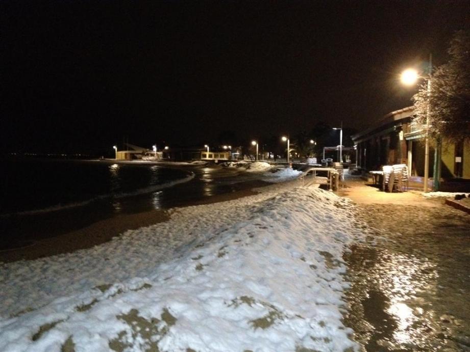 Il a neigé vendredi soir sur les plages du Mourillon
