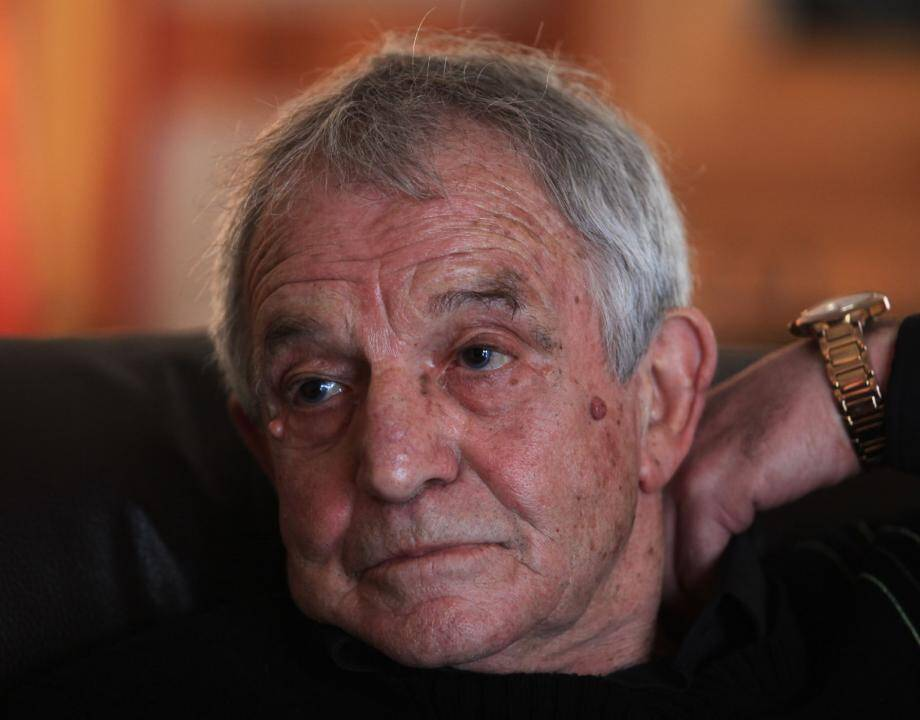 Selon Jean-Pierre Hernandez, le véritable meurtrier à Nice d'Agnès Le Roux est un voyou aujourd'hui décédé. Sa veuve, qui dénonce un « tissu de mensonges » , a déposé plainte.