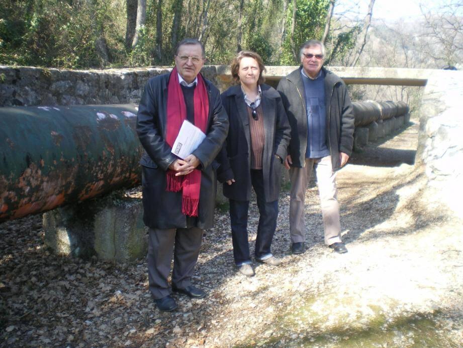 Gérard Piel, Cécile Dumas et son suppléant pour les législatives dans la 7e circonscription, Daniel Berthier disent non à la « privatisation » du Foulon.