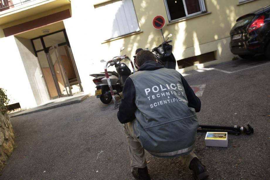 Les enquêteurs de la police scientifique avaient fait de nombreux relevés dans l'appartement que le couple avait acquis dans le quartier de Fabron à Nice.
