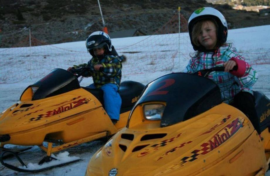 Les-10 ans peuvent pratiquer la motoneige en toute sécurité.