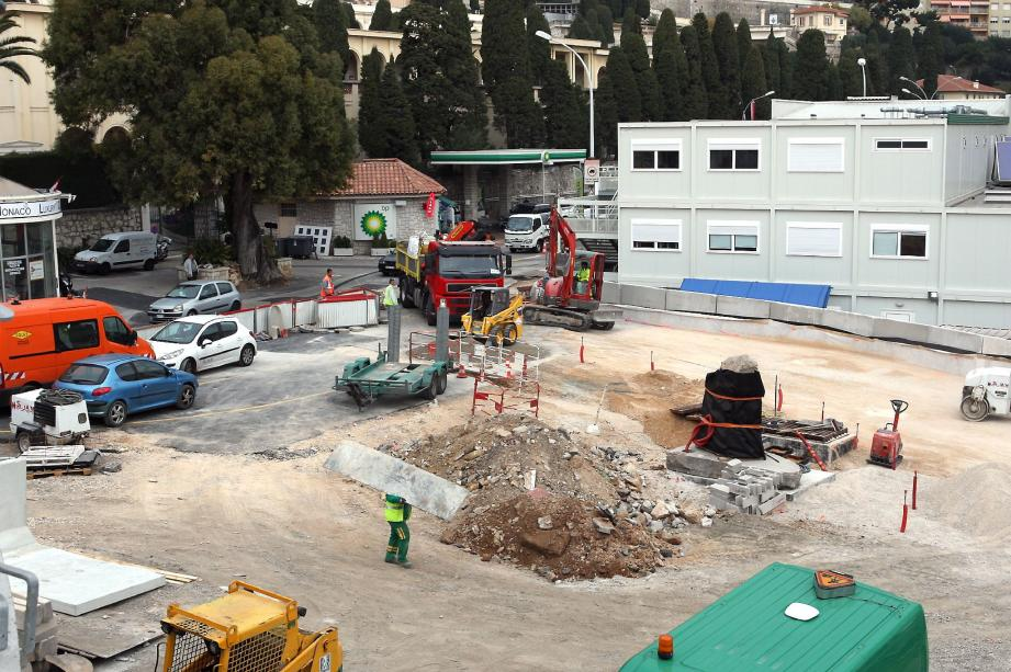 Entièrement en chantier, le nouveau rond-point servira, à la fin de l'année 2012 à relier la voie de désenclavement vers Fontvieille.
