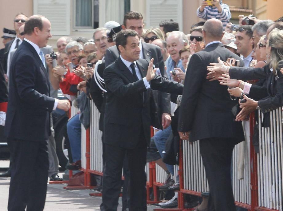 Premier voyage officiel de Nicolas Sarkozy le 25 avril 2008, ici place du Palais, aux côtés du prince Albert II.