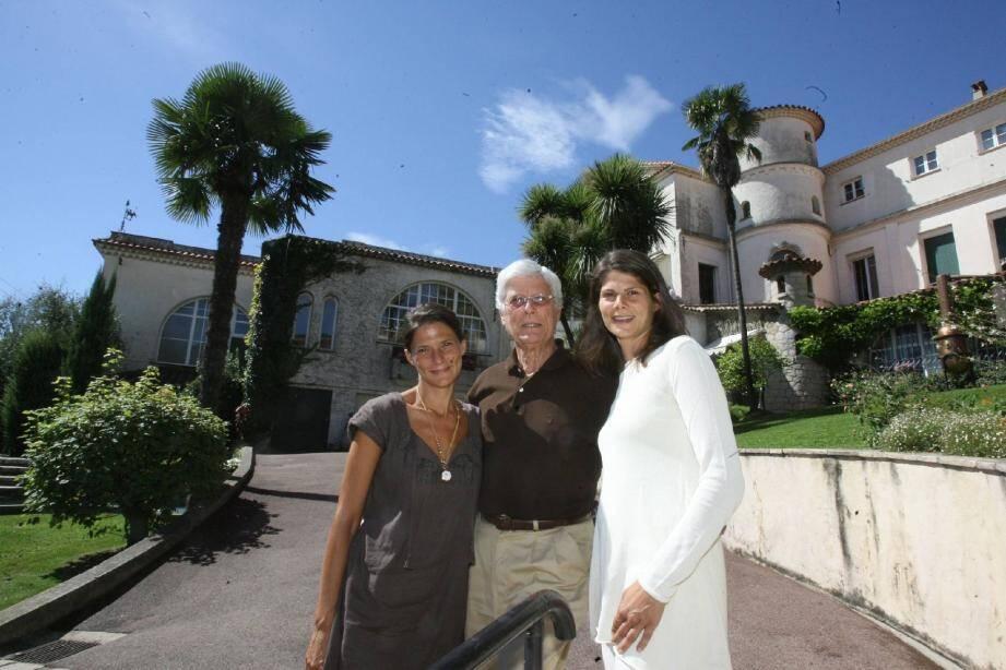 Jean-Pierre Lerouge-Bénard a laissé les clés de la maison Molinard à ses deux filles, Charlotte (à droite) et Célia.