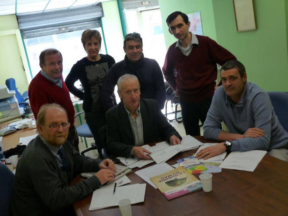 Le président du syndicat des pharmaciens azuréens, Jean-Marie Soyer (au centre) , a réuni des collègues de Nice, Cannes, Beausoleil ou Golfe-Juan, pour valoriser une profession affectée par cette affaire.