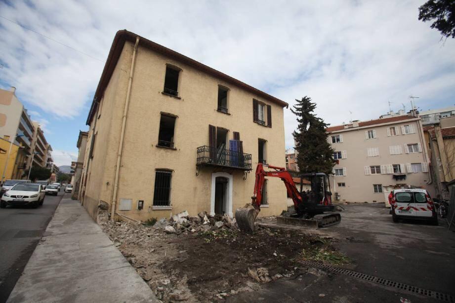 Les opérations de démolition ont démarré, avenue de Verdun. Le chantier concernera aussi l'avenue de l'Hôtel de ville. En plus des logements, le programme prévoit la construction d'une nouvelle maison des associations, un espace jeunes et un bureau pour la petite enfance.