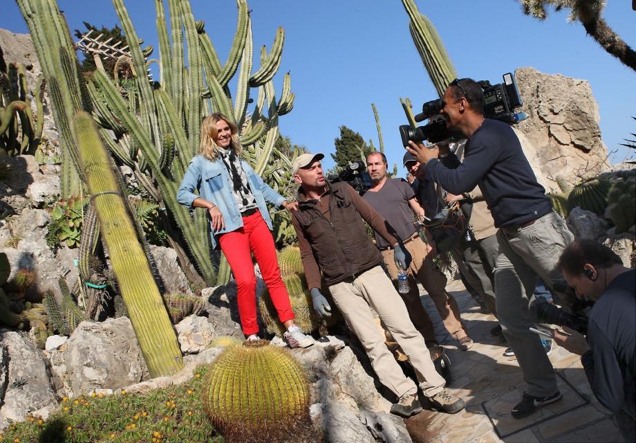 Caméras braquées sur les cactées dans les allées du Jardin exotique pour enregistrer l'émission « Côté Jardin » . En médaillon : Marine Vignes et Laurent Gannac, sympathique tandem aux commandes de ce programme.