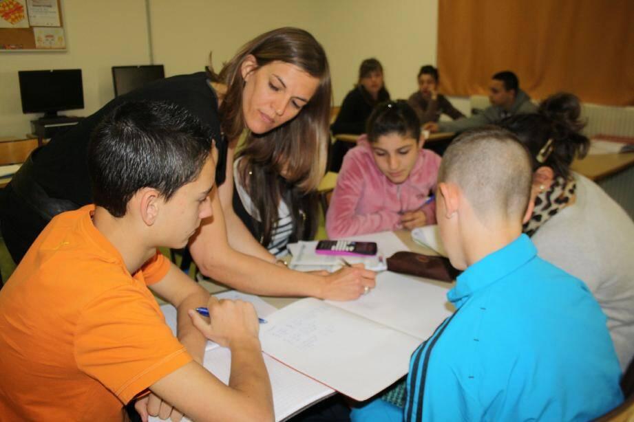 Entourés de leur professeur de maths, 138 élèves de 6e et 4e du collège Roger-Carlès ont participé à une carte au trésor dans le cadre de la semaine nationale des mathématiques.
