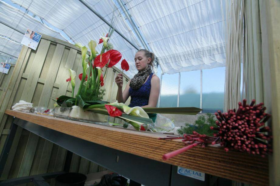 En dix heures, les participants au concours régional d'art floral ont réalisé quatre compositions.