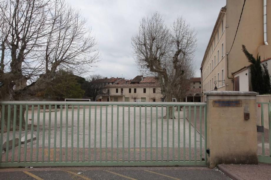 L'agression s'est produite dans le collège Sainte-Marthe de Cuers, où les deux adolescents sont scolarisés.