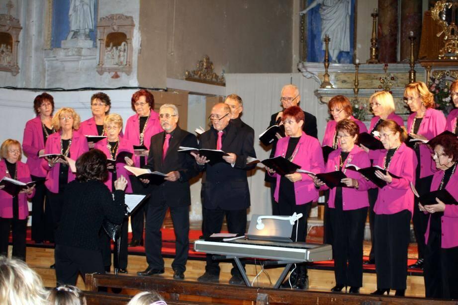 La chorale de l'Escarène, qui organise depuis une dizaine d'années des concerts à but humanitaire, participera à la 17e édition de la manifestation « Mille chœurs pour un regard », avec la chorale des enfants des Tilleuls et d'autres groupes vocaux.