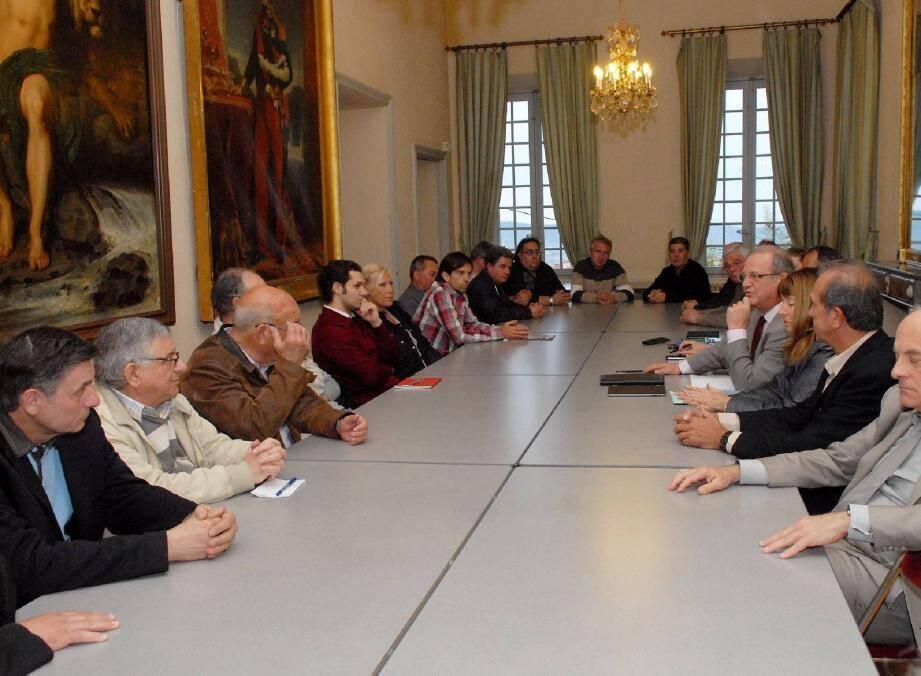 Les présidents d'associations sportives de Grasse ont appris hier soir, de la bouche du sénateur-maire Jean-Pierre Leleux, une baisse de 10% de leurs subventions.