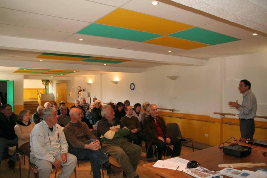 Le président Michel Gasiglia a traité de divers sujets environnementaux et du devenir de Saint-Martin-du-Var.