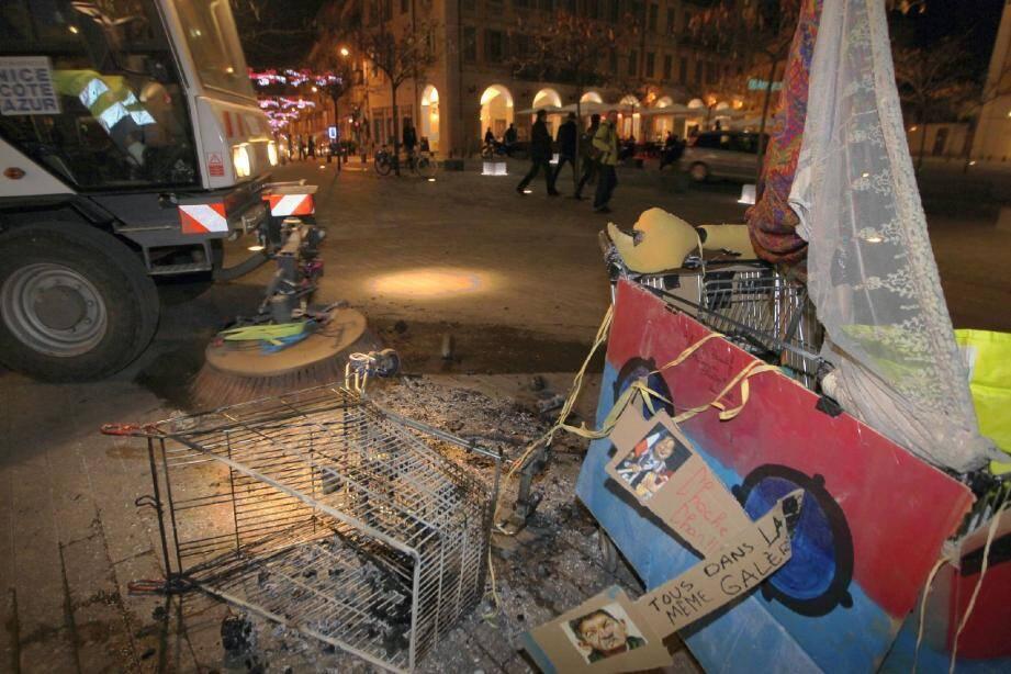 L'échauffourée avait laissé des stigmates sur la place Garibaldi, le 26 février dernier.