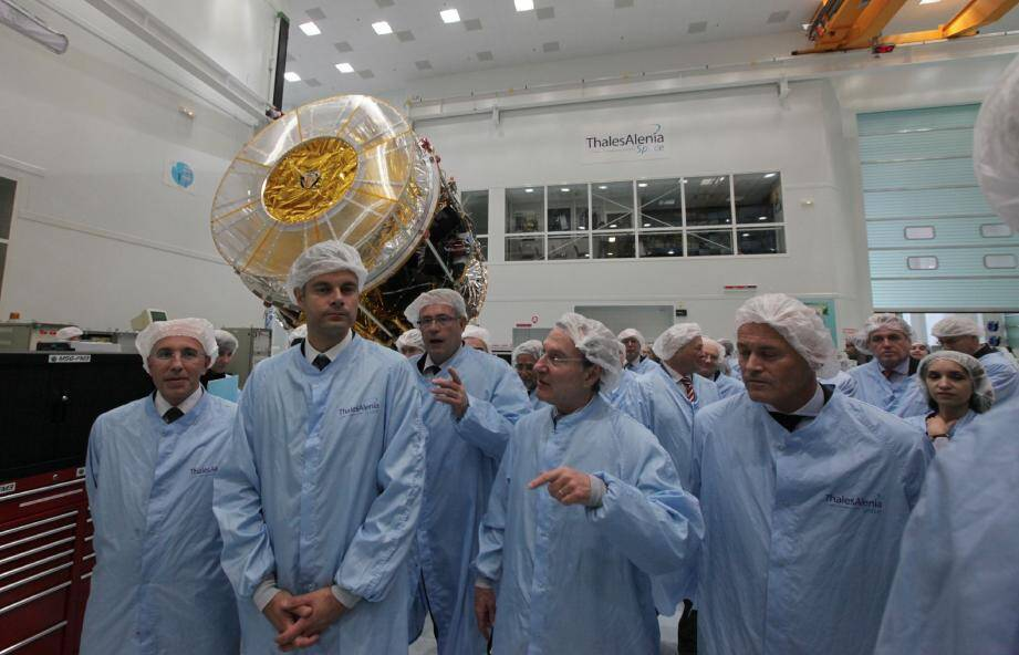Dans les salles blanches de Thalès-Alenia à Cannes, Laurent Wauquiez a été fasciné par les satellites en construction et l'aventure humaine et technologique qu'ils induisent.
