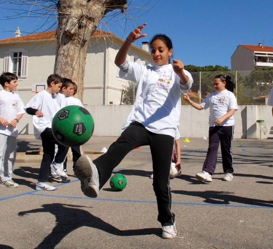 Football à l'école : les filles occupent le t - 16410783.jpg