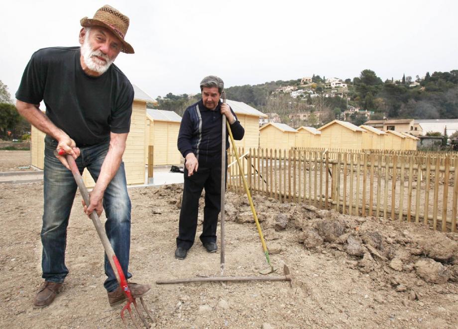 Marcel est prêt à travailler la terre pour retrouver le vrai goût des légumes, mais aussi la convivialité d'un jardin d'antan.