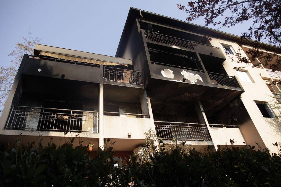 Selon les constatations de l'expert, l'incendiaire aurait utilisé ce qu'il a trouvé sur place pour mettre le feu.