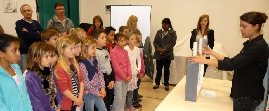 Éberlués, les élèves de la classe de CE2 de l'école Mistral ont découvert les sujets antiques !