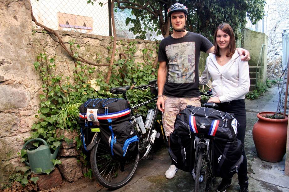 C'est le grand jour pour Vincent et Julie qui partent aujourd'hui pour San Francisco. Ville de départ d'un voyage dont ils rêvent depuis longtemps.