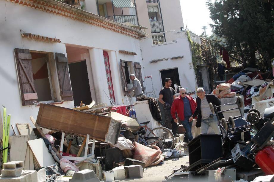 Expulsion, hier matin, des squatteurs de la villa située dans la montée des Mauruches. À midi, la maison a été vidée et murée pour éviter d'autres intrusions irrégulières.