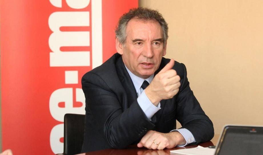 François Bayrou annonce qu'il ratifiera la Charte des langues régionales ou minoritaires.