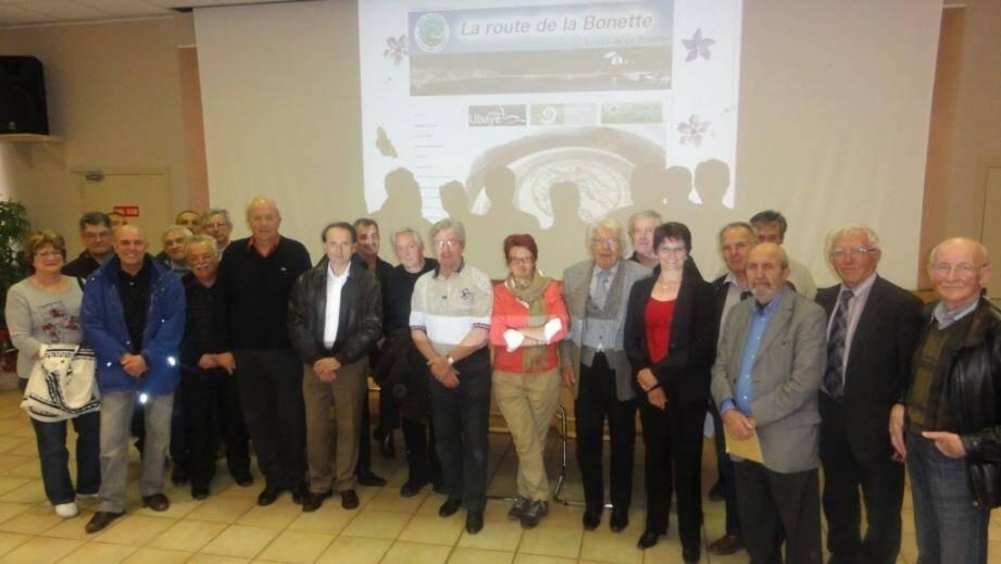 Le maire de St-Sauveur, Josiane Borgogno, et Jean Pascal, président du Sivu, entourés des membres.
