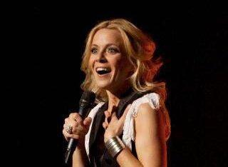 Véronic DiCaire a entamé en 2011 sa première tournée en France qu'elle poursuit actuellement avec son one woman show d'imitations, La Voix des autres.