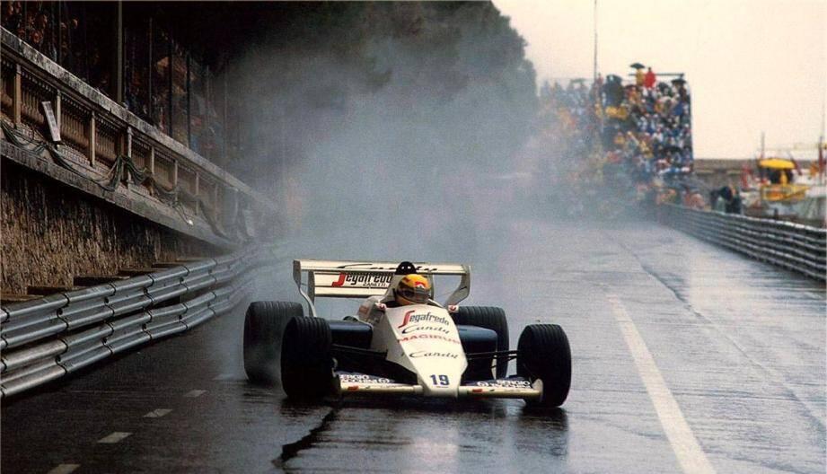Ayrton Senna, ici lors de sa deuxième place au Grand prix de Monaco 1984, sous la pluie.