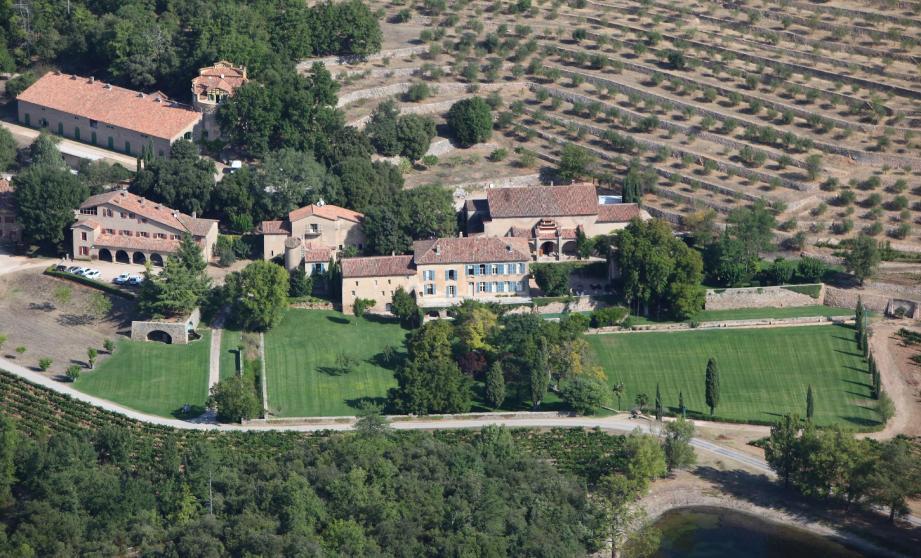 Brad Pitt et Angelina Jolie sont propriétaires du Château Miraval à Correns, mais ne sont pas impliqués dans la gestion du domaine.(Photo archives Patrice Lapoirie)