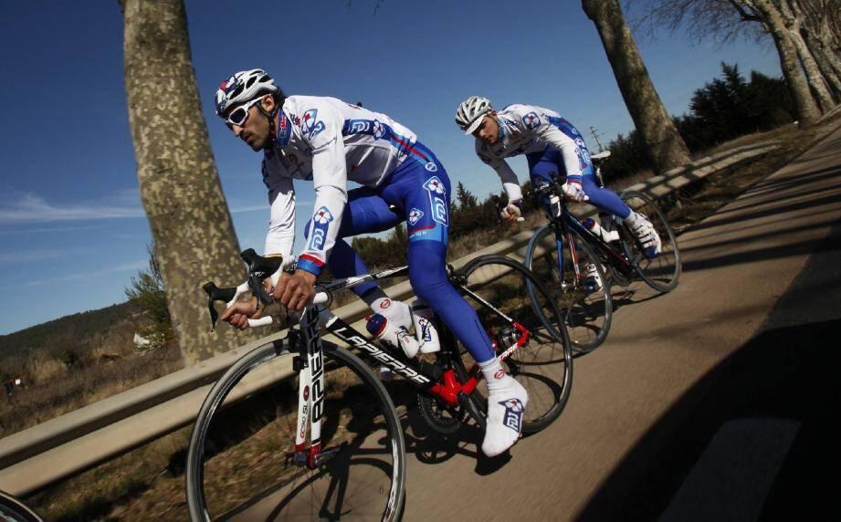 Les tensions accumulées par les cyclistes peuvent être responsables de tendinites et de douleurs.