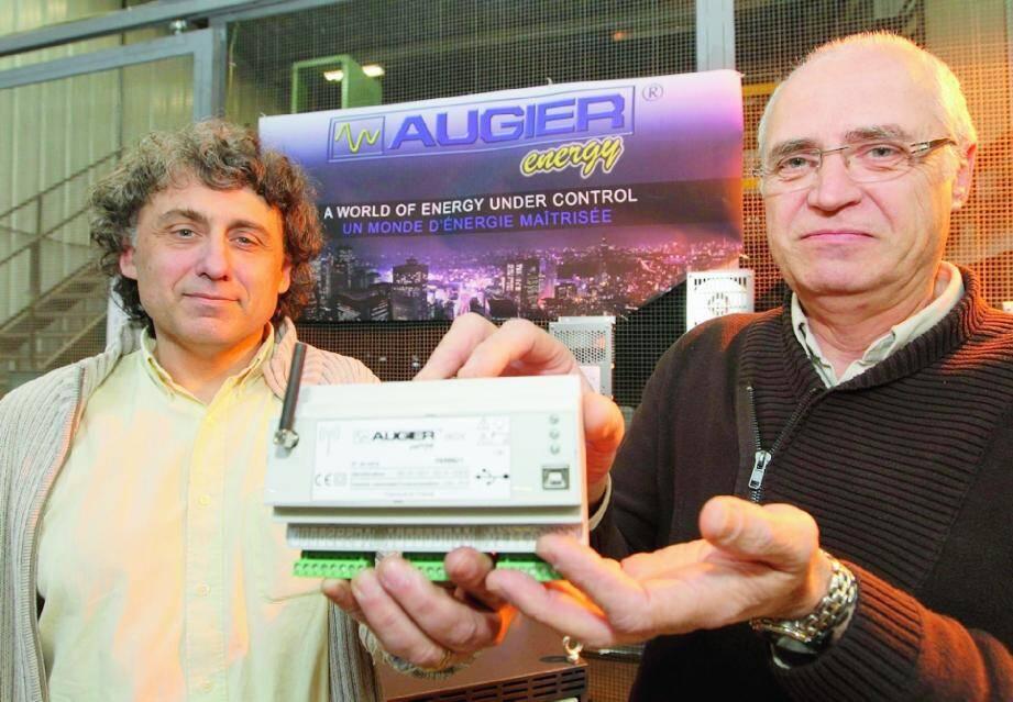La boîte « magique » présentée par Yannick Pied (à gauche) et Sauveur Beninati.