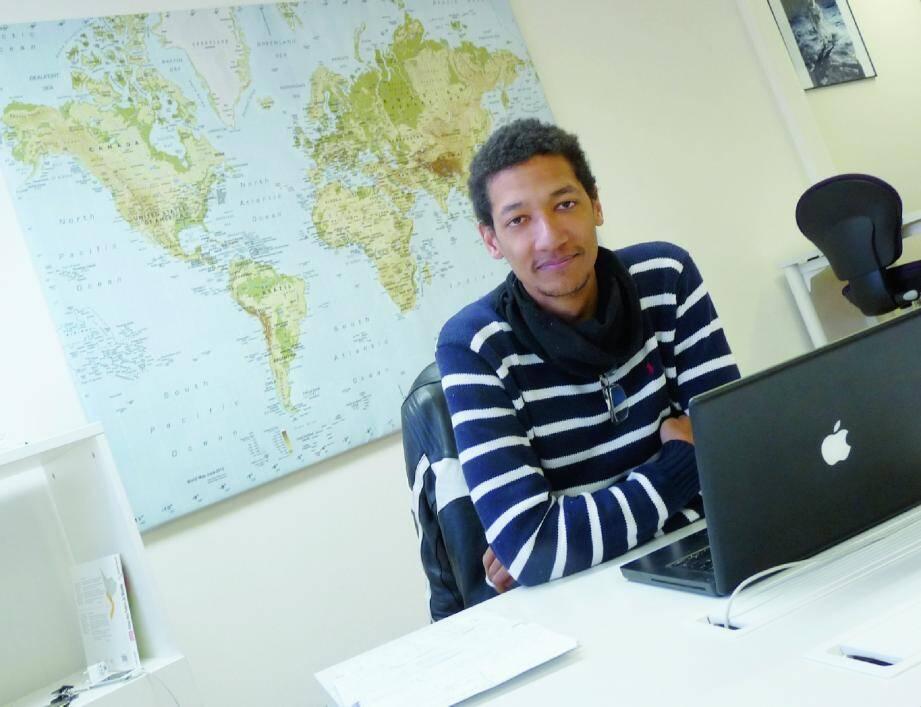 Nicolas Bergé anime le centre « Les Satellites » à Nice : Un espace avec des formules à la carte, qui dispose de connexions Internet, matériel bureautique et salle de conférences, et permet de travailler à distance sans être isolé pour autant.