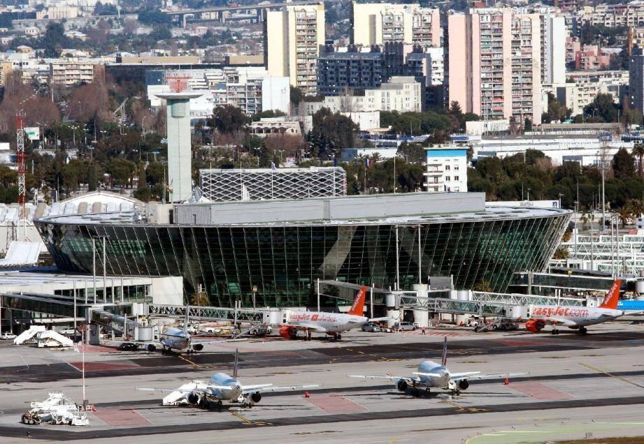 Hier à Nice, sur les 162 vols programmés au départ, 22 ont été annulés.