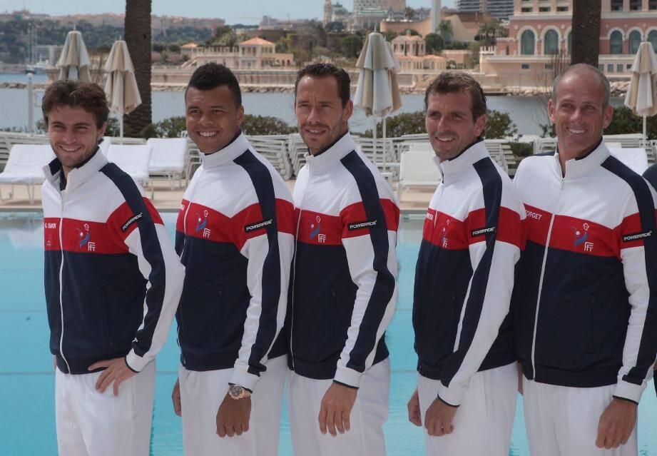 L'équipe de France au Monte-Carlo Beach hôtel, hier, après le tirage au sort (Simon, Tsonga, Llodra, Benneteau et Forget). (Ph. E. D.)