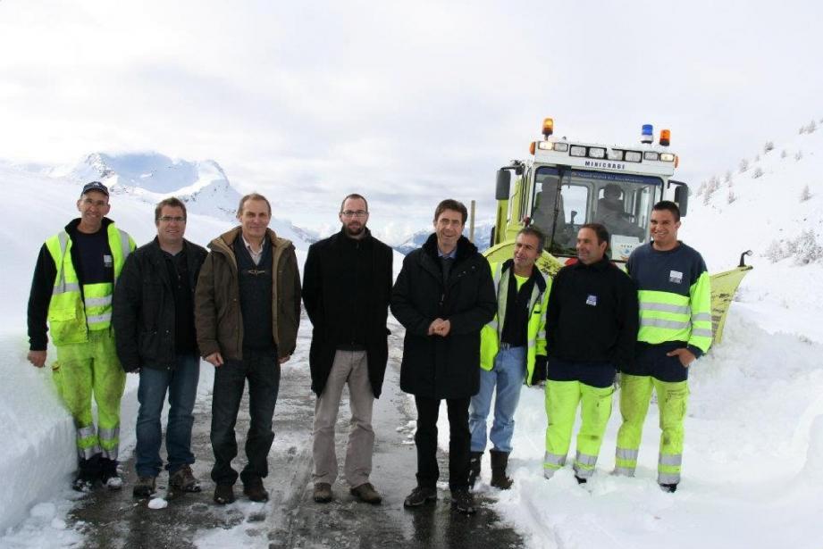 Les élus sont allés à la rencontre des agents de la SDA 06, qui sont en passe de dégager le col de la Cayolle, versant sud.