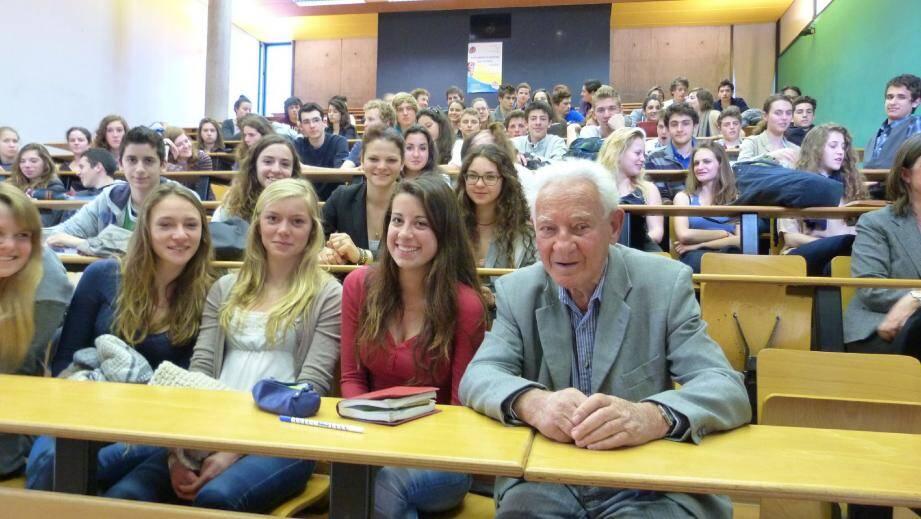 Martin Gray est allé à la rencontre des élèves de première du Centre international de Valbonne.