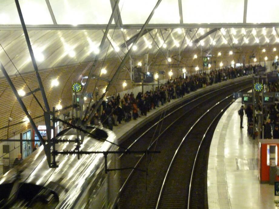 La gare de Monaco est la troisième gare de PACA en terme de fréquentation après Marseille (20 millions de passagers) et Nice (7 millions).
