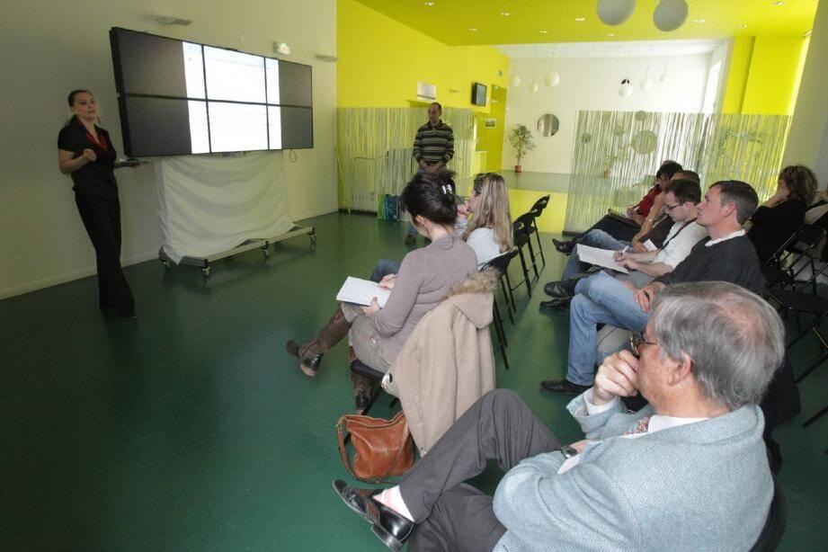 Une dizaine de personnes s'était déplacée pour assister à la conférence.