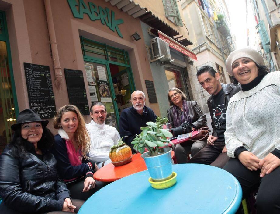 L'équipe de blogueurs : Martine Cauchi, Emily Goulnik, Frédéric Rey, Christian Jacomino, Elisabeth Touraille, Mathias Girard et Souad El Batlaoui.