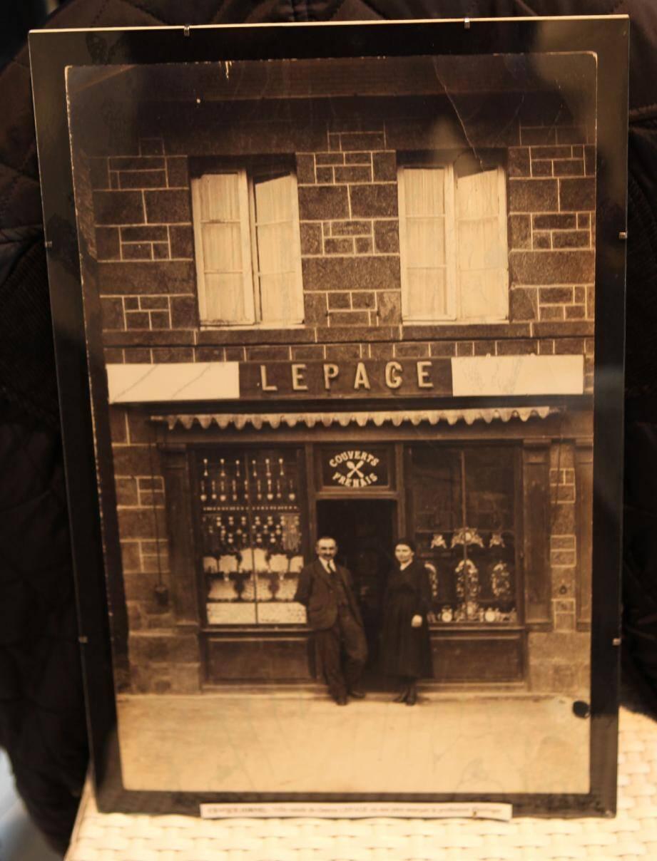 1922 : Ceaucé dans l'Orne, ville natale de Gaston Lepage. 1939 : ouverture de la première boutique rouennaise, rue du Grand Pont. 1971 : Pierre Lepage ouvre la boutique de Lille - aujourd'hui tenue par son fils Jean-Pierre - avant de s'installer à Nice en 1981. 2012 : la nouvelle adresse du 2, rue Paradis à Nice.