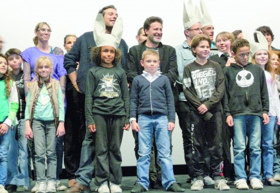 Pour l'avant-première du film au cinéma Pathé Grand Ciel à Toulon, une quarantaine de jeunes figurants ont été conviés... avec en prime un joli bonnet d'âne.