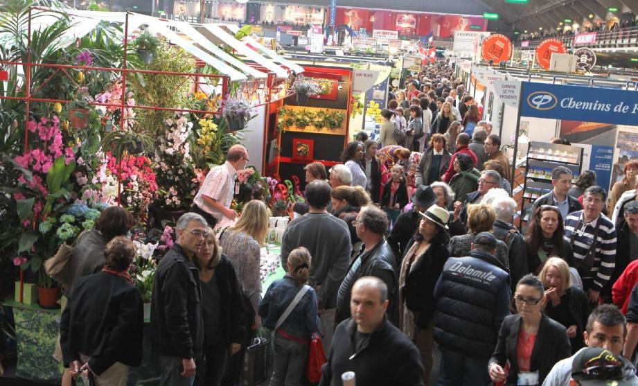 La foire de Nice a connu des pointes de fréquentation à 15 000 visiteurs par jour.