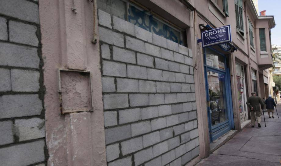 Des murs masqués par des parpaings : l'avenue du Docteur-Fabre mérite sûrement mieux.