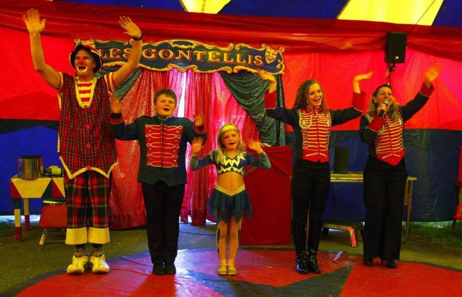 Les Gontellis (presque) au complet : Serge, le papa, Christian, 11 ans, Mary, 5 ans, Ophélie, 15 ans, et Fabiola, leur maman. Ce jour-là, Clayton, le petit dernier de 2 ans et demi, jouait les spectateurs....