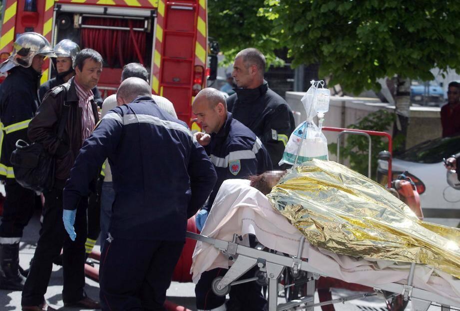 La mère des trois enfants, enceinte, dans un premier temps hospitalisée à Nice a été transférée hier à Marseille.