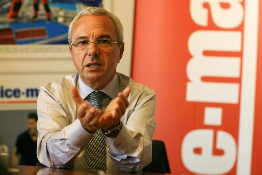 Jean Leonetti, ministre-maire d'Antibes, croisera le fer avec la secrétaire départementale du Parti communiste, Cécile Dumas.